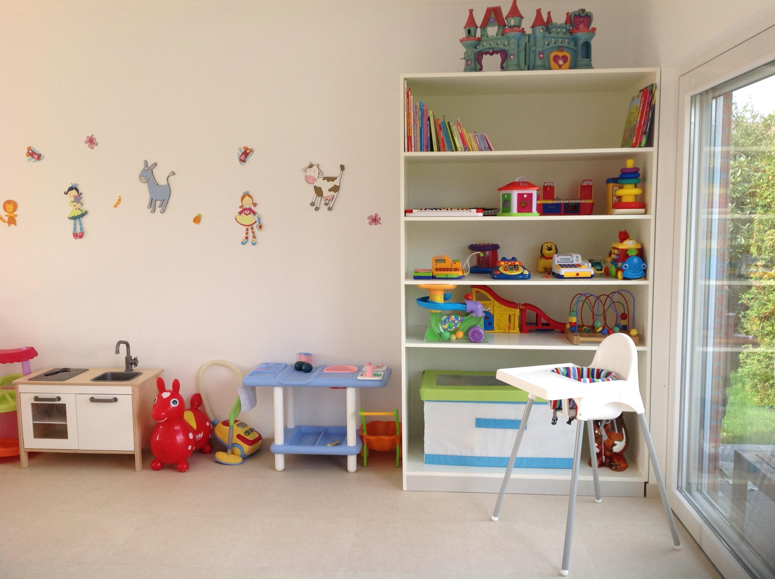 Verbouwingen en inrichting kinderdagverblijf basti en bubu - Inrichting van een lounge in lengte ...